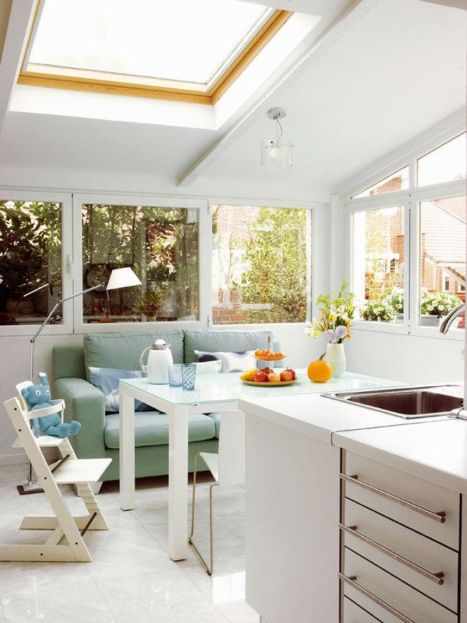 Use cores intensas em zonas específicas - Cozinha luminosa