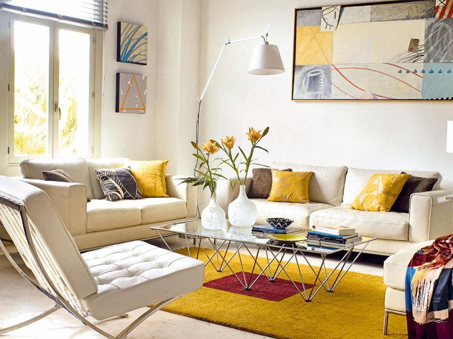 Opte por decorar a sala com simplicidade - sala luminosa